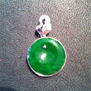 Jewelry - 💯% Genuine Green Jade Pendant in 18K WG