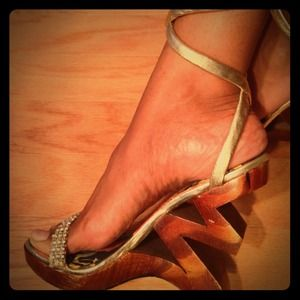 Two lips cut out/zig zag  gold wood lace up wedge