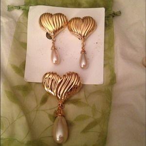 Jewelry - Costume jewelry gold & pearl earrings & pin