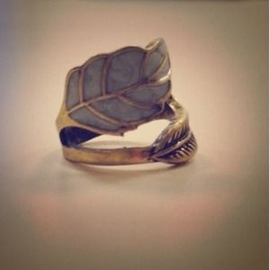 Jewelry - Premium vintage leaf ring BACK in stock