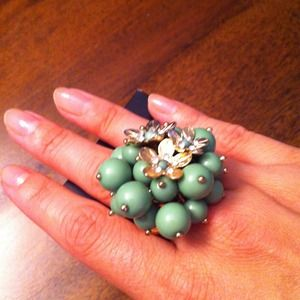 Jewelry - Green flower stretch ring