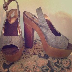 Shoes - Platform heels