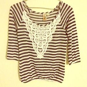 Half sleeves stripe top