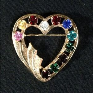 Jewelry - Vintage Crystal & Gold Heart Pin