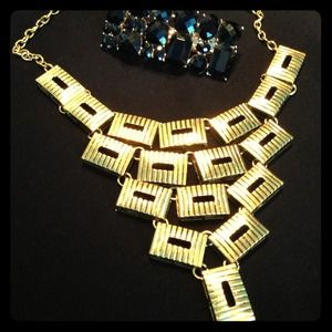 Statement necklace gold tone