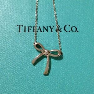 🎉HP 7/22🎉 Tiffany & Co. Mini Bow necklace