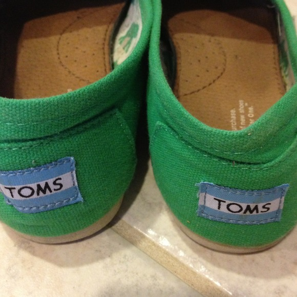 8ba2376bf64 green toms shoes