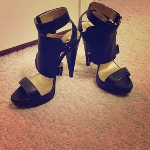 Report Shoes - Black cage sandals