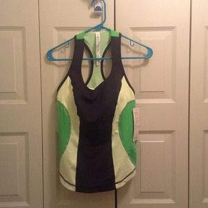Lululemon *NWT* Cardio Kick Tank with cups