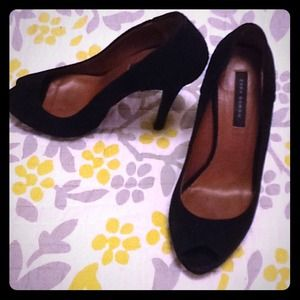 "*Gorgeous Like New Zara Black ""Suede"" Heels*"