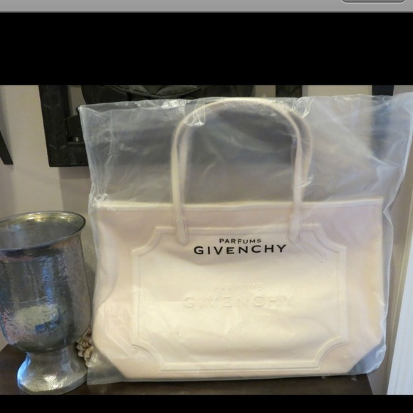 62312d3d598e Givenchy Handbags - Givenchi Weekend Cream Tote stil in plastic bag