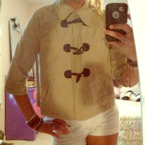 adorable cropped cargo jacket. khaki