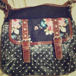 Handbags - Floral never looked so chic