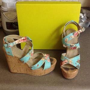 Nordstrom brand BP blue floral wedges