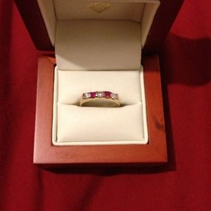 Jewelry - Real yellow gold ring w/pink & white gemstones