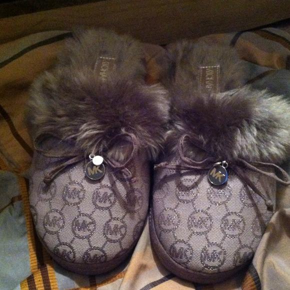 11c96d5734efa Authentic Michael Kors House Slippers