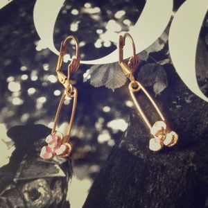 LF Jewelry - Gold safety pin earrings