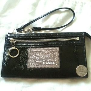 Coach poppy patent zippy wallet/wristlet