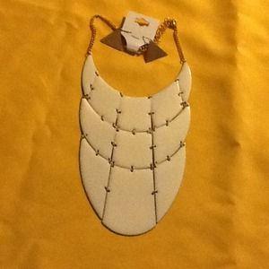 White bib necklace @earrings