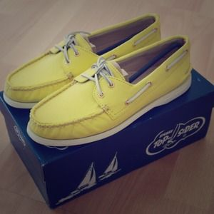 Brand new sperry top sider in yellow
