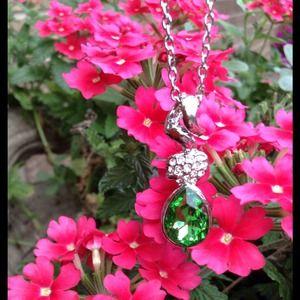 Jewelry - 🌹Elegant 18KGP Green Teardrop Crystal Necklace🌹2