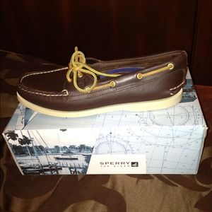 SPERRY boat shoes....LIKE NEW w/box...Size 8.5
