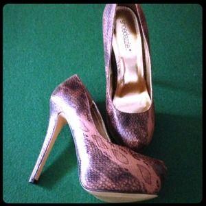 Shoedazzle Shoes - NWT snake print heels