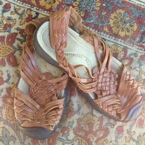 ***Keen cute pair of summer sandals!!***