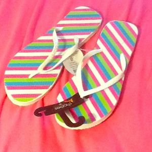 Shoes - ⛄️❄️NWT striped flip flops (XL - 11) DOLLAR