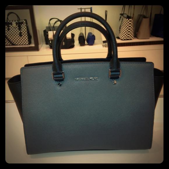 787baaf9615fe michael kors selma dark grey handbag keychain - Marwood ...
