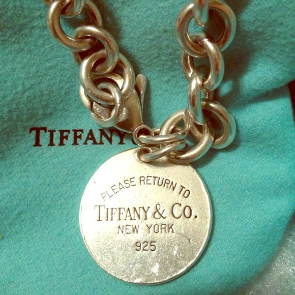 fc6365e74de19 Return to Tiffany round tag charm silver bracelet