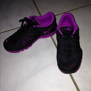Nike Shoes - Nike jogging shoes