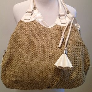 Mondani Handbags - ‼️ $20 SALE ‼️ Mondani Straw Woven Purse