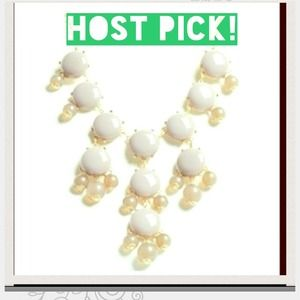 🎉HOST PICK🎉 Cream and clear bauble necklace