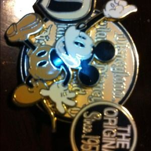 Disney pin Mickey Mouse