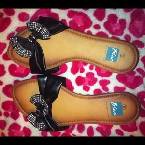 Tan & Black flip flops with a bow