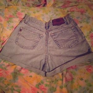 🎉 HP 10/24🎉 Vintage High-Waisted Denim Shorts 🎒