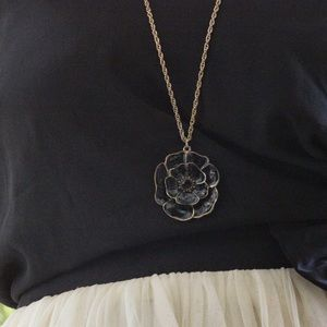 Forever 21 Jewelry - Forever 21 Black Camille Flower Pendant Necklace