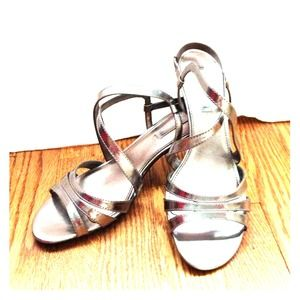 ✨ NWT Silver Bandolino heels