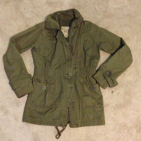 Army green fall jacket L from Ife's closet on Poshmark