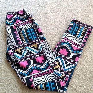 Motel tribal art print leggings
