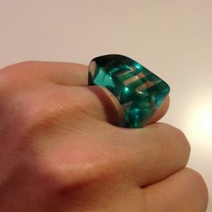 Jewelry - Costume jewelry green & clear acrylic chunky ring