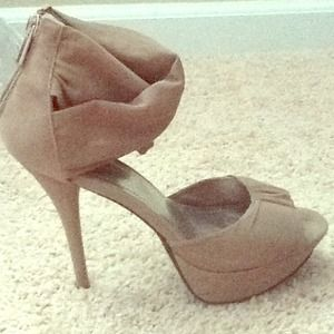 Size 7.5 Anne Michelle adorable heels