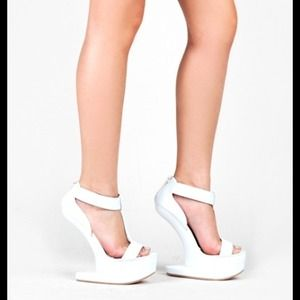 Shoes - 🚫SLD🚫White Heel-less Wedge