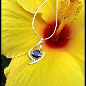 Jewelry - ⭐925 Sterling Silver Brilliant Purple Necklace⭐