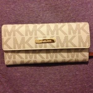 Michael Kors Wallet brand new!