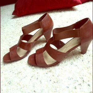 Shoes - Cute brown sandals