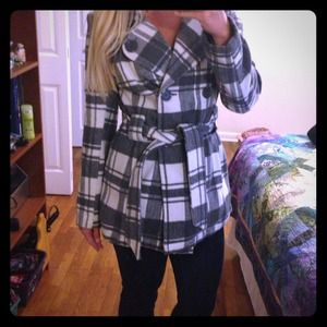 ❌✔Bundled Grey and White Peacoat and 2 VS tanks!