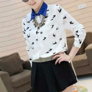 Host PickBlack and White Birdprint Blouse