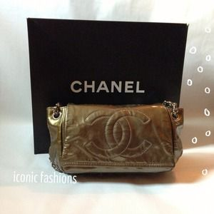 Not selling Authentic Chanel flap bag